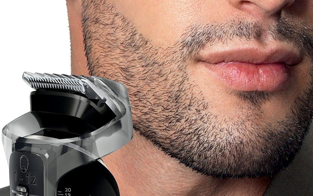 Un homme apparement bien rasé...