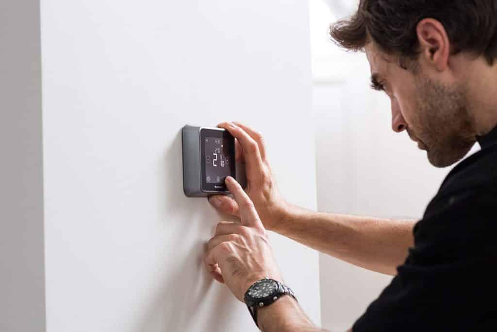 Trouver le meilleur thermostat connecté n'est pas chose facile, mais maxi-comparatif est là pour vous aider