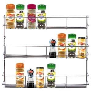 Cette étagère à épices a été conçue pour s'accrocher sur la porte des armoires