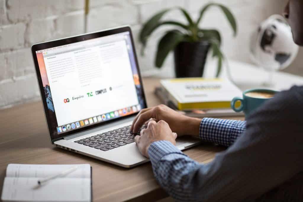 Une personne qui utilise un PC, a-il un bon wifi ?