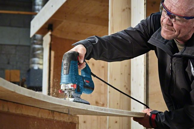 La scie sauteuse filaire Bosch Professional GST 160 CE : Pratique et puissante